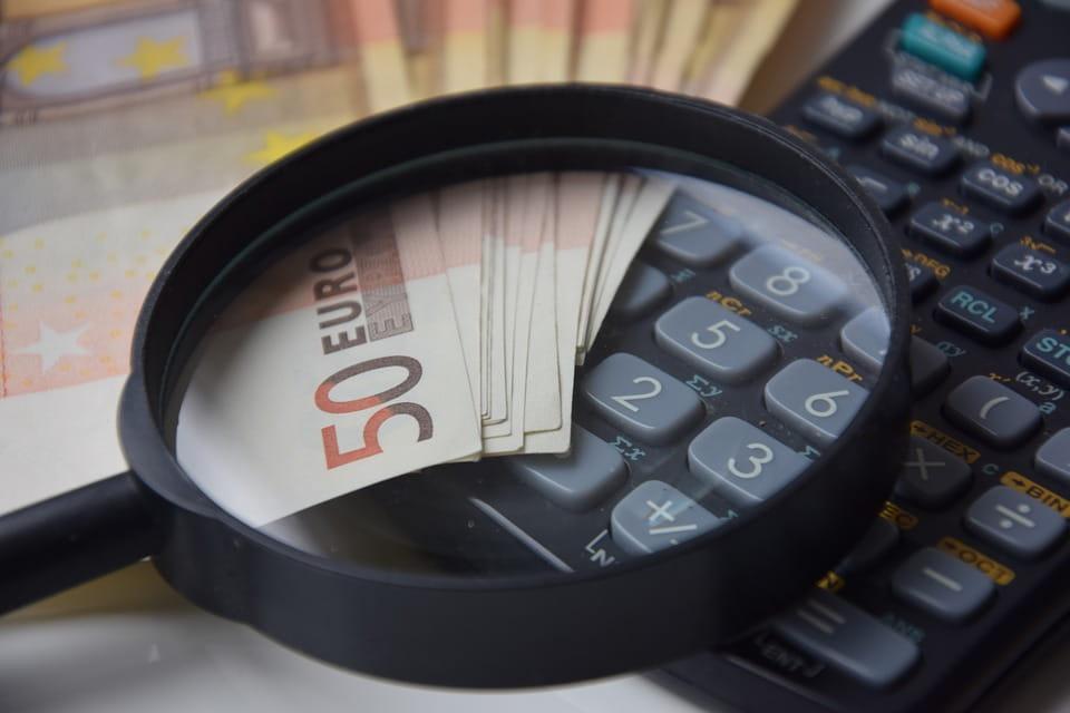 Wohnmobil finanzieren - Geldscheine