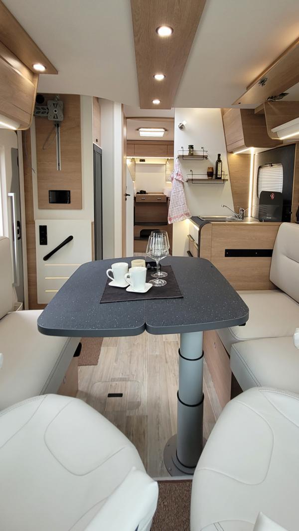 Wohnmobil kaufen neu Mooveo TEI-72EBH Ansicht vorne nach hinten