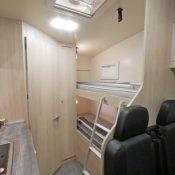 Alkoven Wohnmobil BELA trendy 3 Wohnbereich mit Bett