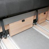 Campervan 3 Ansicht Staufächer unter Sitzbank