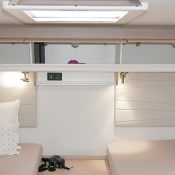 Wohnmobil kaufen neu Mooveo TEI-72EBH Ansicht Bett