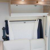 Wohnmobil kaufen neu Mooveo TEI-72EBH Ansicht Sitzgruppe und Schrank