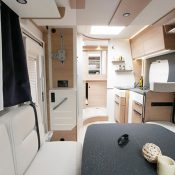 Wohnmobil kaufen neu Mooveo TEI 70DH Ansicht Wohnbereich 2