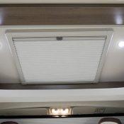 Wohnmobil Mooveo TEI-60FB Cockpit Dachfenster